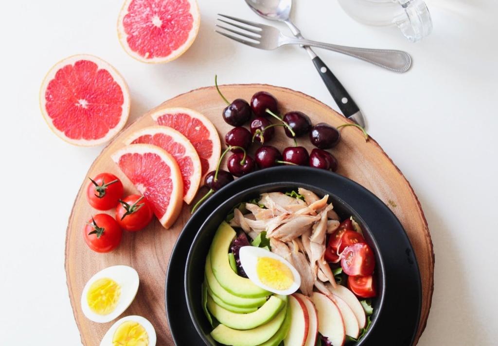 Shine Om provide certified raw food nutrition advice.
